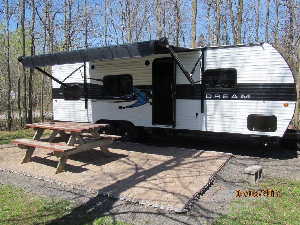 Upper Canada Campground - Picnic table trailer